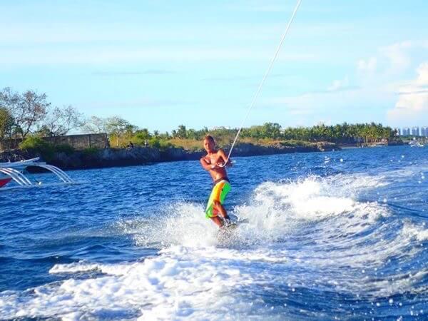 ウェイクボード、セブ島の観光マリンスポーツ