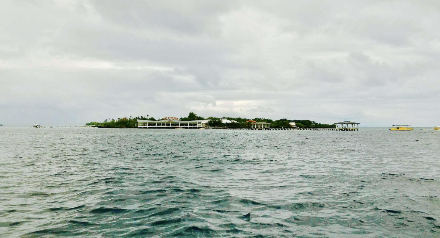 アイランドホッピングで行くヒルトゥガン島