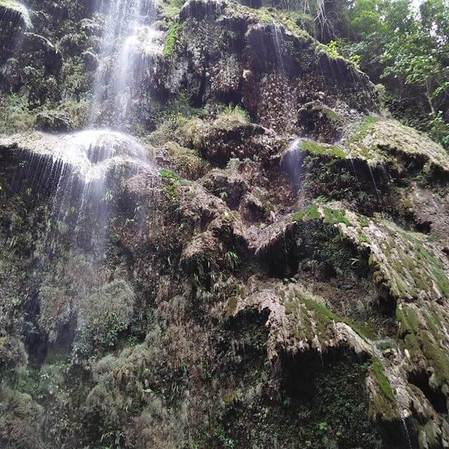 セブ島のツマログの滝
