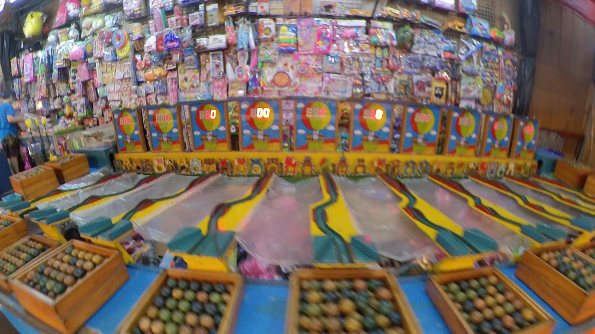 高雄、瑞豊夜市のゲーム屋台